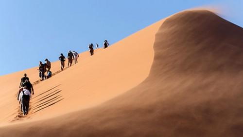 """מטפסים על """"דיונה 45"""". צילום: שאטרסטוק"""