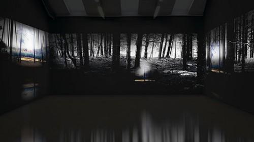 """יהודית סספורטס """"עובדי האור"""", 2010, מיצב וידיאו דו ערוצי, 10 דקות, הקרנה מחזורית (קרדיט לצילום ההצבה: אובה וולטר)"""