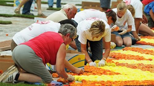 בנייתו ועיצובו של שטיח הפרחים דורשים עבודה מדוייקת שנמשכת מספר ימים. צילום: שאטרסטוק
