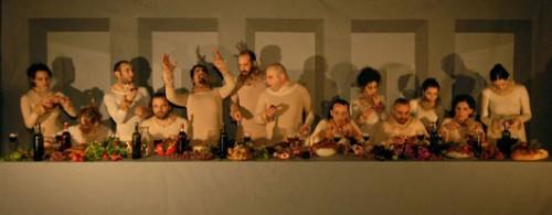 """שי עיד אלוני. """"הסעודה"""", 2007, מיצג של כשעה במסגרת פסטיבל """"ערפול 6"""", המרכז לאמנות עכשווית (CCA), תל אביב. צילום: שרון גלזברג"""