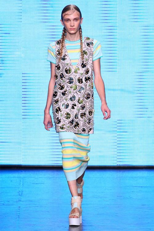 סתיו על המסלול בתצוגת DKNY בשבוע האופנה בניו יורק, ספטמבר 2014