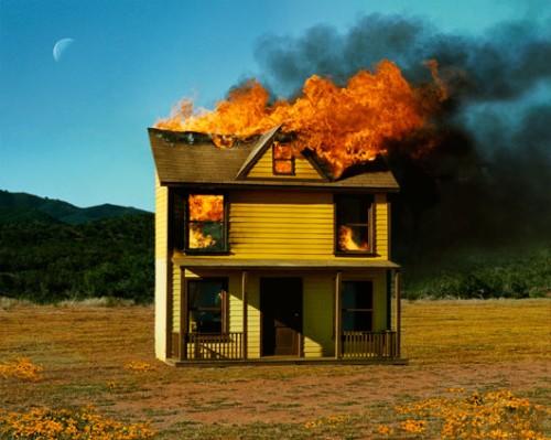 """Alex Prager""""16:01, סאן ואלי"""", 2012, תצלום צבע, הזרקת פיגמנט על נייר ארכיוני. באדיבות אוסף יגאל אהובי לאמנות"""