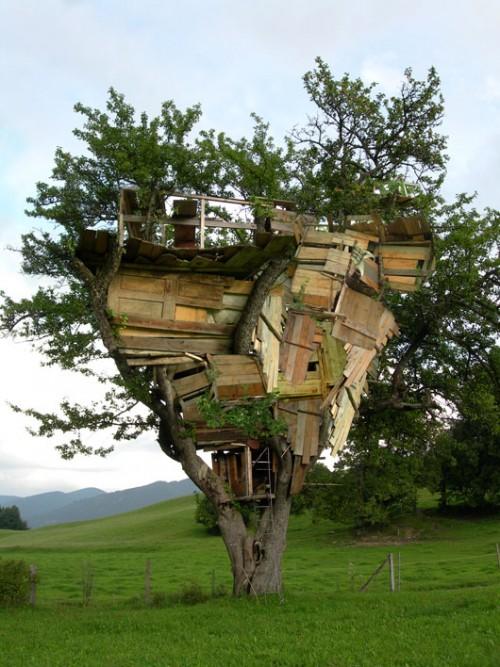 """דנה לוי,""""התנתקות"""", 2005, וידיאו, הקרנה מחזורית"""