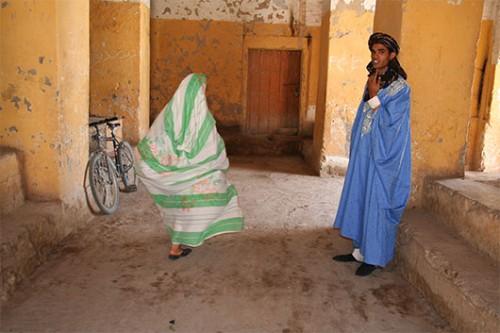 כמה מתושבי הקסבה של ריסאני בשולי הסהרה. צילום: דודו בן-צור