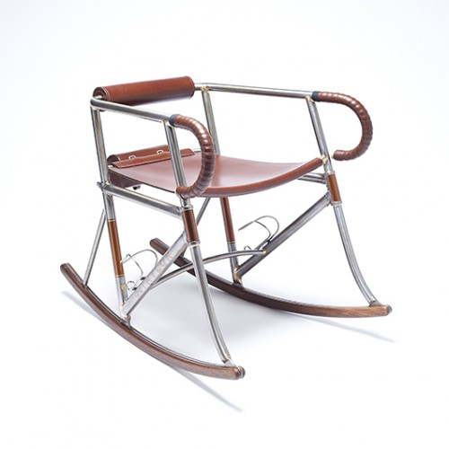 כיסא נדנדה של Two Makers