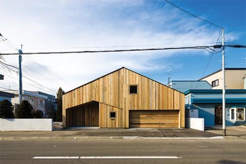 """חזית הבית ממחישה את תרגום האדריכל לרעיון """"בית בתוך בית"""""""