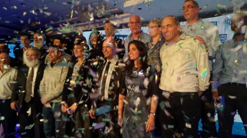 שקד וחברי מפלגת הבית היהודי רגע אחרי הניצחון בפריימריז | צילום: דוברות הבית היהודי