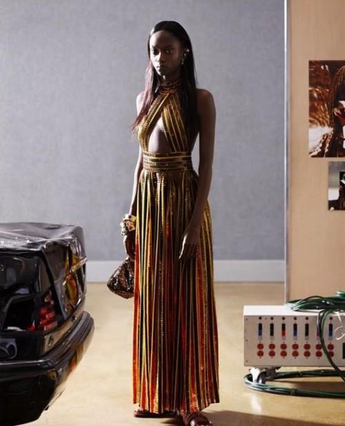 כוכבת בן לילה. ריילי מונטנה בקמפיין לג'יבנשי, אביב 2014