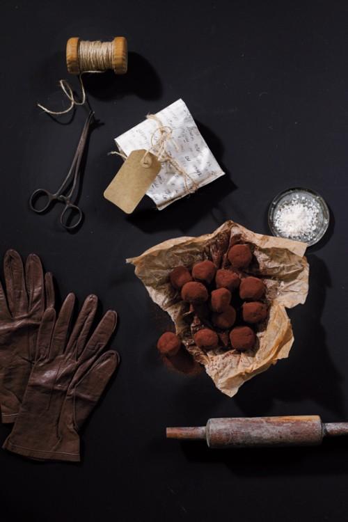 טראפלס שוקולד ומלח גס | צילום: דניה ויינר