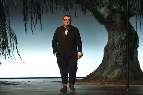 האיש עם הפפיון והכישרון הוא מהישראלים המעטים שעומדים בראש רשימת המשפיעים על האופנה העולמית. אלבר אלבז | צילום: GettyImages