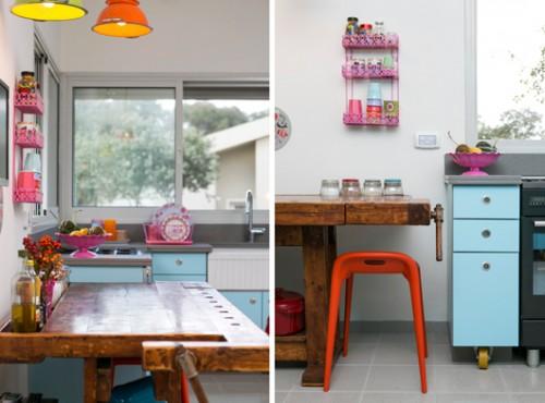 שולחן נגרים מעץ מלא במראה מיושן מוסיף נגיעה חמה ומחוספסת לחלל המטבח הצבעוני   צילום: שירן כרמל