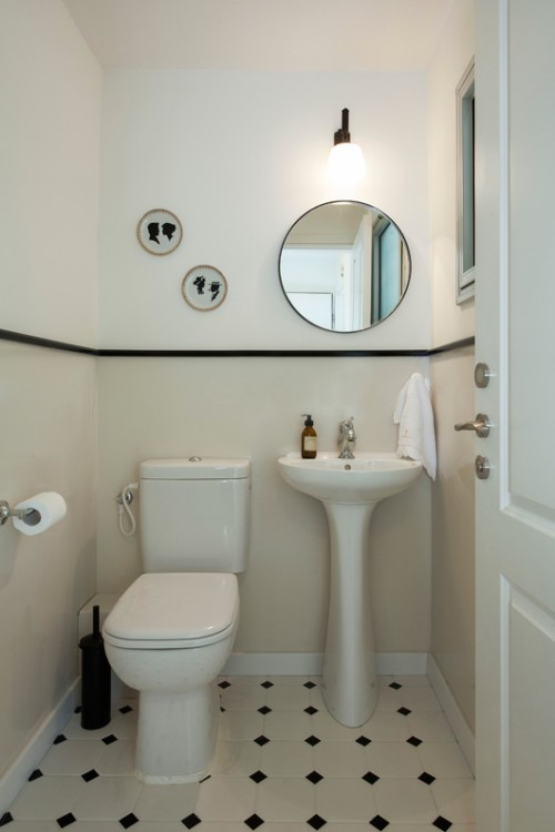 חדר הרחצה של ההורים הוגדל על חשבון מרפסת שירות   צילום: הגר דופלט