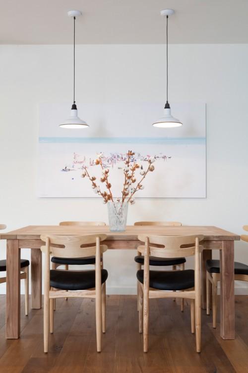 פינת האוכל עוצבה בהשראת המרחבים והשקט שמשרה הים   צילום: הגר דופלט