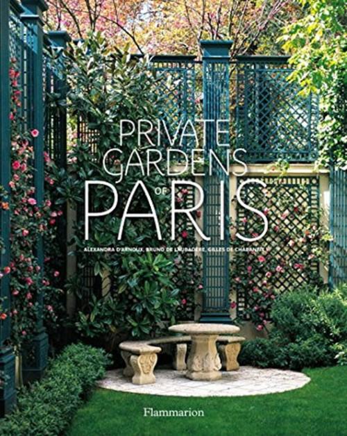 """הצצה למפלטים הירוקים של פריז. הספר Private Gardens of Paris   צילום: יח""""צ"""