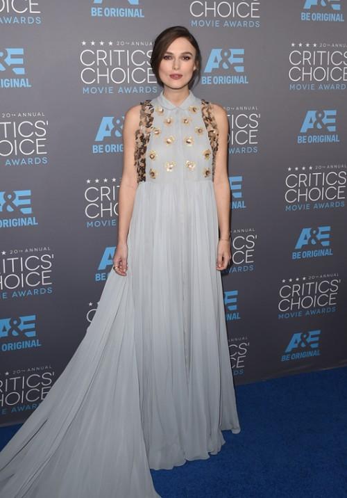 קיירה נייטלי בשמלה של דלפוזו Critics' Choice Awards   צילום: GettyImages