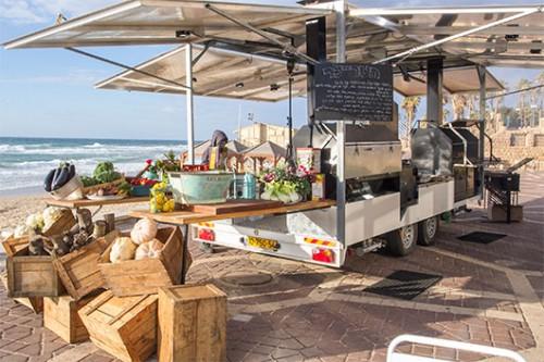 קייטרינג הטריילר מחבר את טרנדים משאיות האוכל וברבקיו | צילום: אנטולי מיכאלו