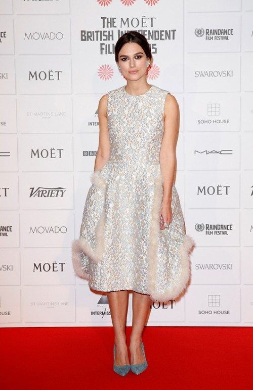 קיירה נייטלי בשמלה של סימון רושה, טקס פרסי הקולנוע העצמאי   צילום: GettyImages