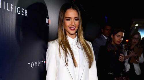 ג'סיקה אלבה לובשת טומי הילפיגר   צילום: GettyImages