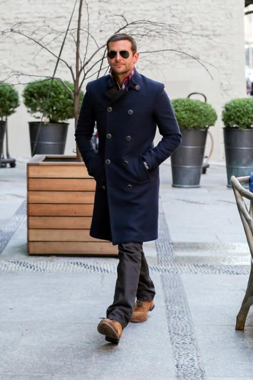 בראדלי קופר בבגדים בעיצוב טומי הילפיגר   צילום: GettyImages