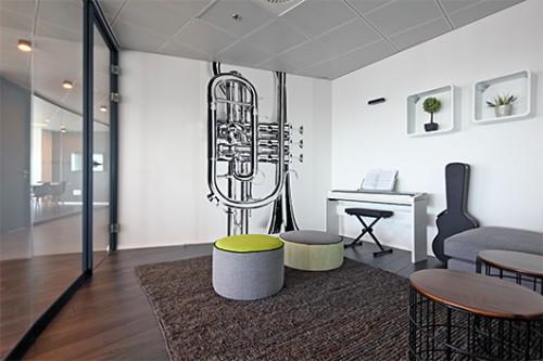 חדר המוזיקה יכול לשמש לישיבות ולקבלת השראה. צילום: עוזי פורת