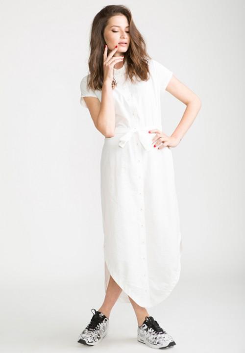 שמלת חולצה לבנה של פייפר ג'ם לסטורי | צילום: שרבן לופו
