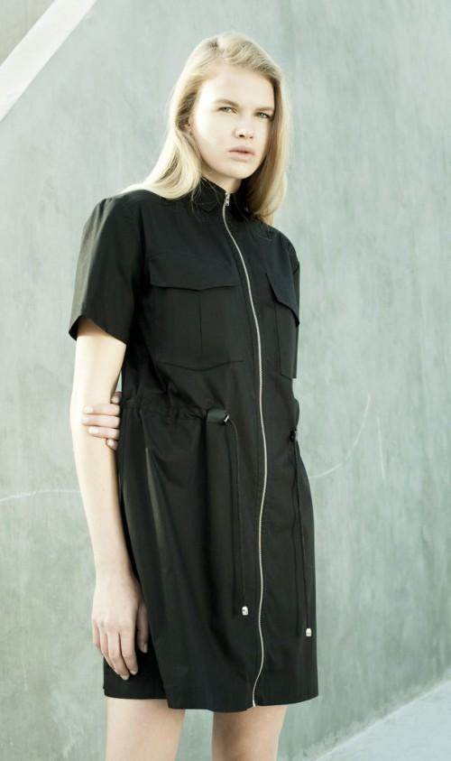 שמלת מדים של HANNAH | צילום: מירב בן לולו