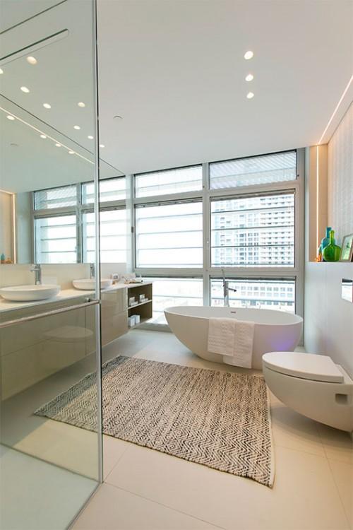 בתכנון חדר הרחצה נלקחה בחשבון זווית הראייה מהאמבטיה ומהאסלה   צילום: שירן כרמל