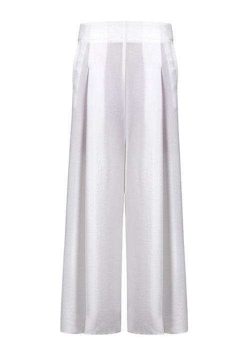 """מכנסיים: מנגו   צילום: יח""""צ"""