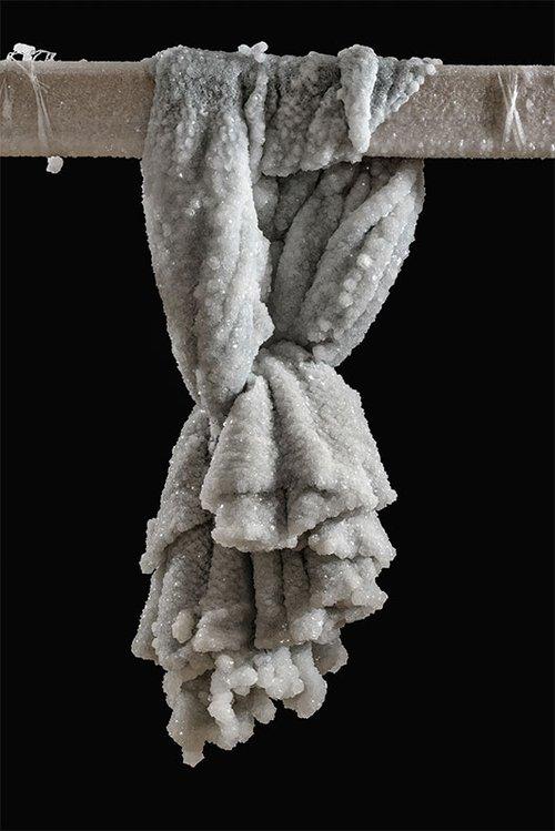 """סיגלית לנדאו """"גלימה"""", 2014, באדיבות האמנית וגלריה חזי כהן, תל אביב"""