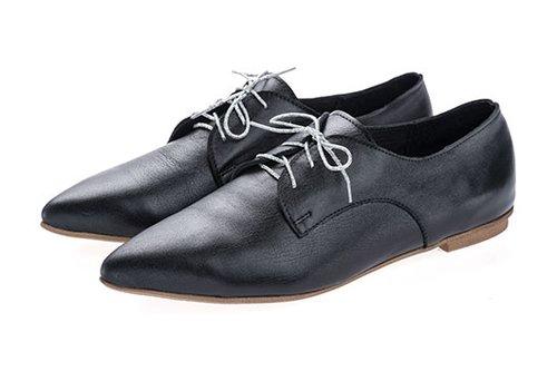 """נעליים אימלדה, 1,450 ש""""ח   צילום: גלעד בר שלו"""