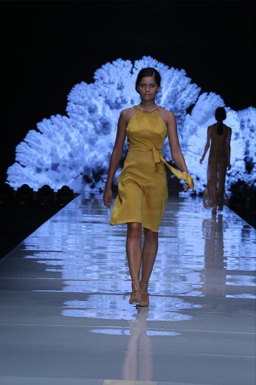תצוגת משכית, שבוע האופנה גינדי תל אביב 2015 | צילום: אבי ולדמן