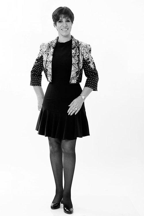 ענת גור-אל | איפור ושיער: מעיין חוגג | שמלה: איזבלה | ג'קט: מיכל נגרין | צילום: סם יצחקוב