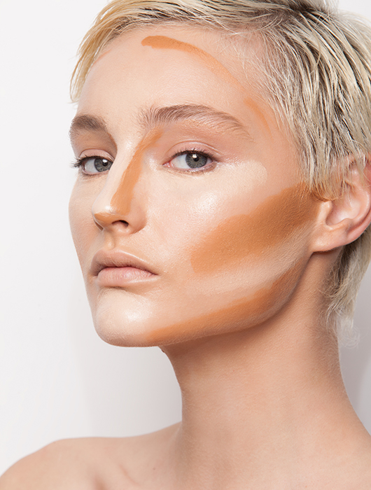 שלב 2: מפסלים את הפנים באמצעות פלטת הארות והצללות | צילום: דביר כחלון