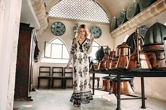 שמלה רנואר 329.90 ש״ח | נעליים ספרינג 299 ש״ח |צמיד Tous במחיר 560 ש״ח | צילום: ליה צ'סנוקוב