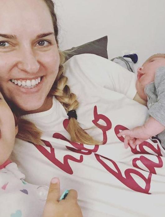 מתוך סרטוני הלידה, בערוץ המשפחתי שפתחה שתיעדו את לידת שתי הבנות והשעות שאחרי בשידור חי   צילום מתוםך אינסטגרם ויו טיוב