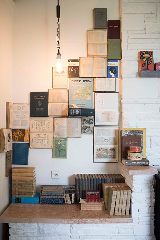 לספרים יש מקום של כבוד למרות העידן הטכנולוגי. ספרייה היא מקום מזמין לעצירה, לעיון, להיכרות עם בעלי הבית ועם טעמם התרבותי ואפשר ליצור אחת בדרכים מגוונות ויצירתיות   עיצוב: מאיה גל   צילום: גלעד רדט