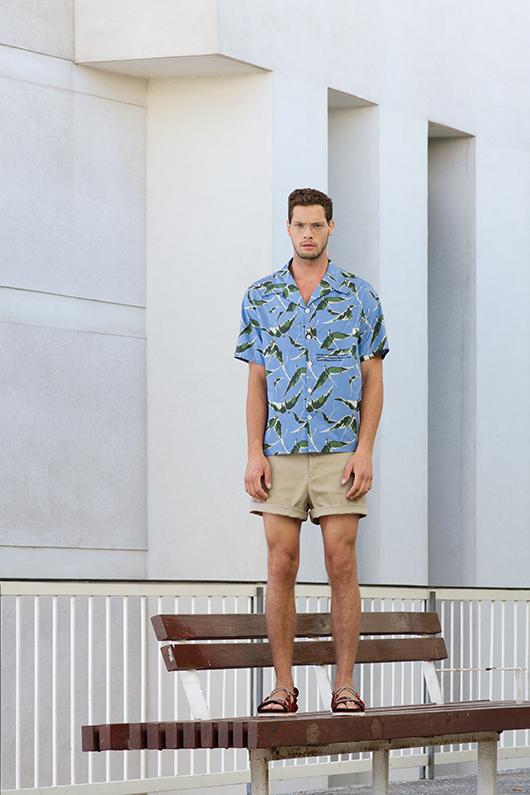 משקפי ראייהטום פורדבאליסוןאיי בוטיק |חולצה ולנטינולפקטורי 54 |מכנסיים אתא |סנדלים זארה | צילום: גיא נחום לוי