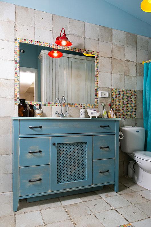 כל חדר בבית עוצב בצבעוניות אחרת | צילום: שירן כרמל