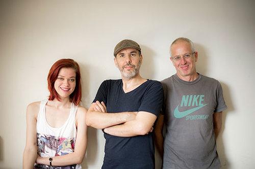 עם הקולגות בתוכנית הרדיו אורי גוטליב (מימין) ושי גולדשטיין (במרכז) | צילום: נועם לוינגר