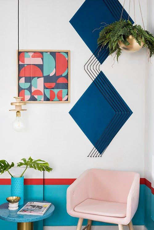 וינטג', גיאומטריה, צבעוניות חזקה ואלמנטים גרפיים משתלבים בחללים המשותפים המעטים שיש במלון, מבלי להתנגש זה בזה   צילום: Luis Beltran