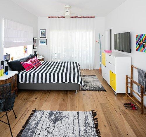סביבה שקטה ונעימה בחדר ההורים הושגה על ידי בחירה נכונה של צבעים ומינונים מדויקים | צילום: עוזי פורת