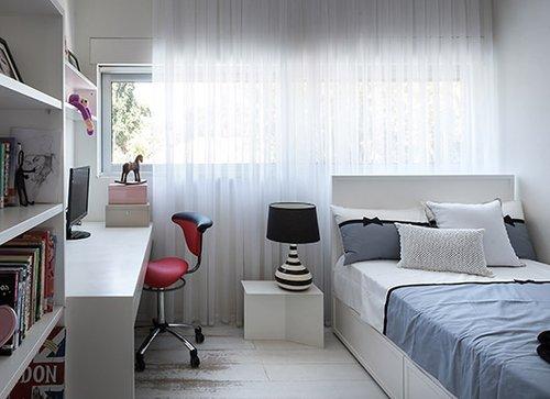 חדרי הילדים מספקים תשתית לבנה וחלקה שבה ניתן ליצור ולהתבטא ולא לקפוא במצב של ינקות מתמדת | צילום: עמית גושר