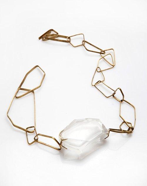 שרשרת מזכוכית ופליז בשיתוף יצרנית הקריסטל Lalique | צילום: דן לב