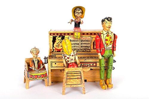 אוסף מכובד שכולל צעצועים עתיקים מ־1850 ועד 1950 | צילום: אילן ספירא