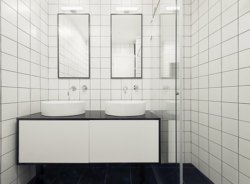 חדר הרחצה הצמוד לסוויטה הראשית מעוצב כגריד שחור לבן | צילום: גדעון לוין