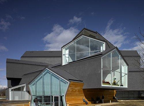 Vitra Haus בתכנון צמד אדריכלי העל השווייצרים הרצוג ודה מרון | GettyImages