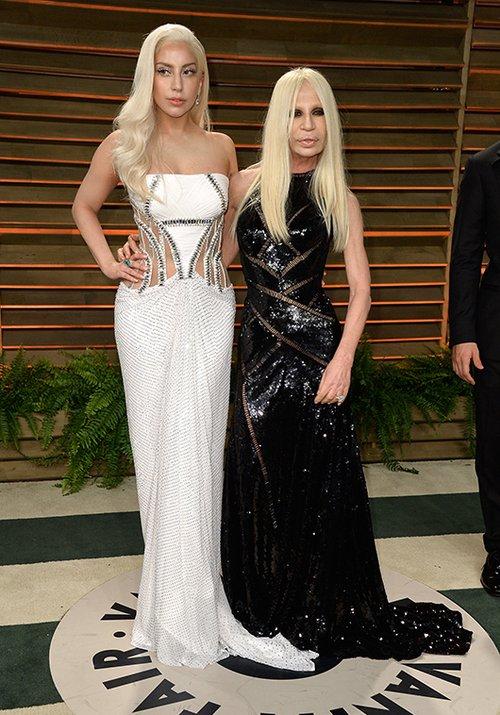 ליידי גאגא לצד דונטלה ורסאצ'ה | צילום: GettyImages