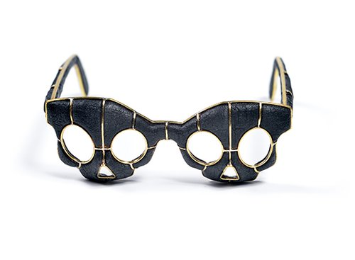 מסכת משקפיים סיאמיים בעיצוב גרגורי לרין | בהשראת עולם הפנטזיה המסכה מורכבת משתי ישויות היוצרות דימוי אחד אך מסוגלות לתפקד באופן אינדיבידואלי | צילום: שי בן אפרים
