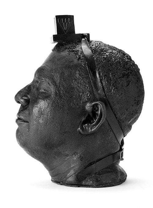 """""""הרגע בו הרגשתי את אלוהים"""": התפילין מתמזגות לפסל ראשו של וייס והם הופכים לאחד"""