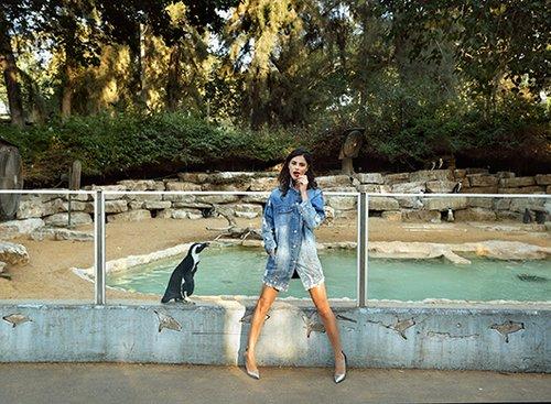 שמלת ג'ינס: גליתה   נעליים: זארה   צילום: אייל נבו